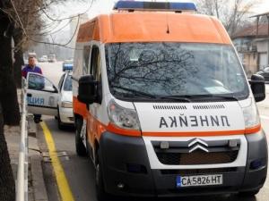 18-годишна блъсна колата в крайпътно дърво, 16-годишният й спътник е ранен