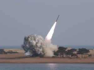 Северна Корея изстреля балистична ракета, която прелетя над Япония