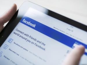 Фейсбук спира парите от реклама заради фалшиви новини в социалната мрежа
