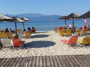 Скандал на плаж в Гърция, забраниха на мюсюлманка да влезе във водата СНИМКА