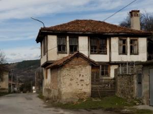 Сгушено в Средна гора село привлича пловдивчани с красиви пейзажи СНИМКИ
