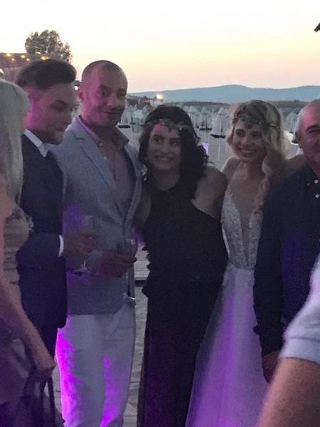 """Пловдивчанка пристигна с лодка на сватбата си, каза """"Да"""" на любимия си на плажа ВИДЕО и СНИМКИ"""