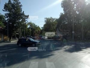 """Чисто """"новият"""" прелез на Пещерско пак се развали, отново зверски тапи СНИМКИ"""