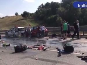 Страшна катастрофа на магистрала! 30 коли се блъснаха, 5-годишно дете е ранено ВИДЕО