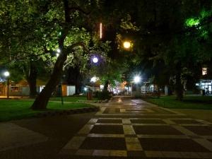 Откриха мъртъв младеж на пейка в Градската градина на Пазарджик