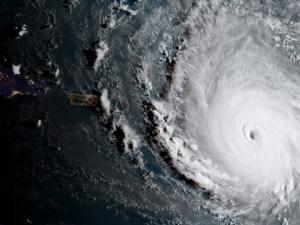 """Нов ураган връхлита САЩ – обявиха евакуация и извънредно положение заради """"Ирма"""""""