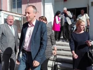 Министърът на образованието тръгна да набира деца за училище в Столипиново СНИМКИ