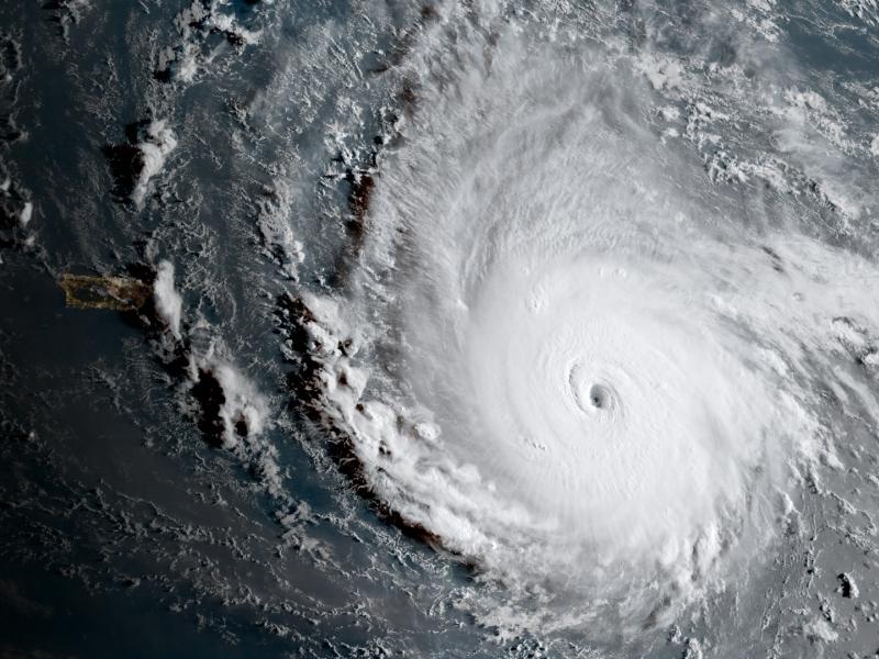 Мощният ураган Ирма удари Куба, насочва се към Флорида
