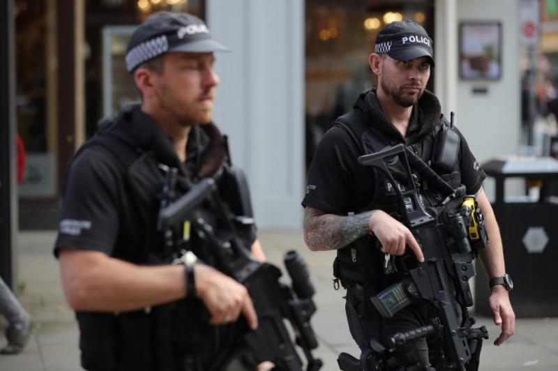 Въоръжен мъж нахлу в църква в Англия
