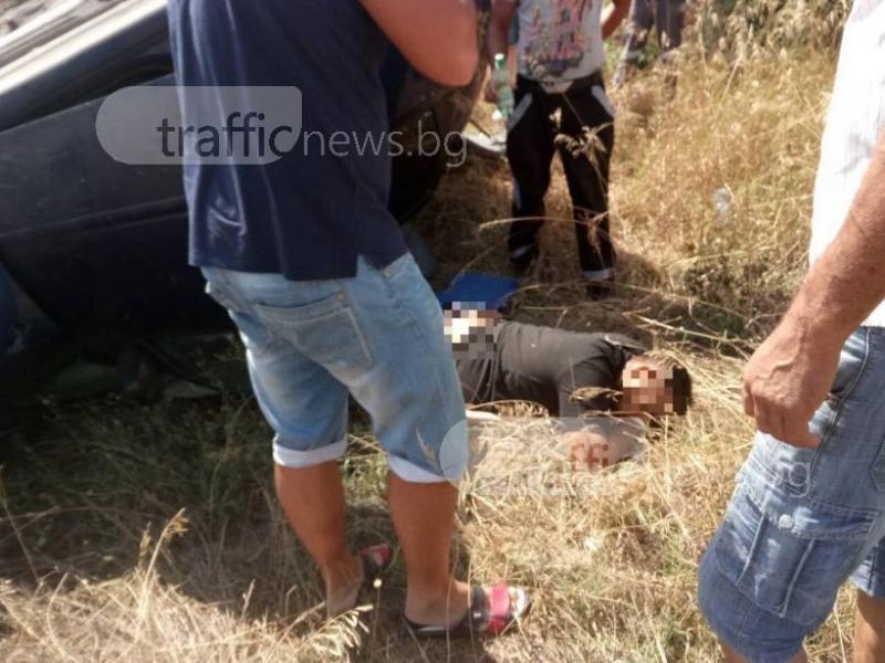 Тежка катастрофа край Пловдив! Кола се заби в камион и го обърна