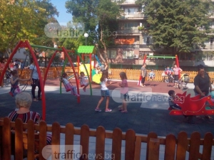 Вандали разбиха нова детска площадка в Кючука пет пъти за седмица ВИДЕО