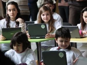 Над 25 000 българчета ще прекрачат прага на училище в чужбина