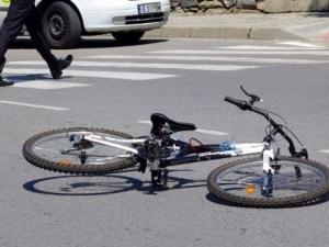 12-годишна велосипедистка отнесе възрастна пешеходка