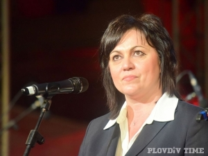 Корнелия Нинова остава в болница след катастрофата, съмняват се за сътресение
