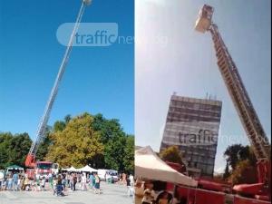 Площадът на Пловдив е блокиран от пожарна техника и огнеборци! ВИДЕО+СНИМКИ