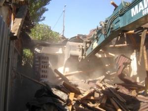 Багерите в действие! Бутането на незаконни къщи в Арман махала ще продължи СНИМКИ