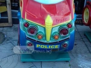 Мним полицейски автомобил гълта левчетата на деца от Пловдив СНИМКИ