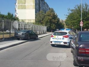 """Мерцедес замалко да забърше църква в """"Тракия"""", шофьорът избяга СНИМКИ"""