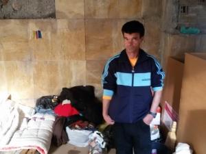 Болен мъж живее месеци наред на улицата в Смолян, социалните вдигат ръце СНИМКИ