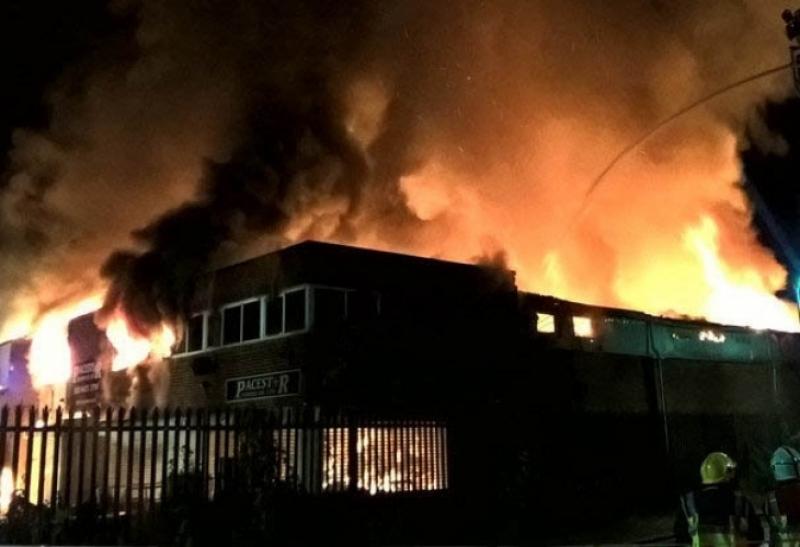 Eксплозия разтърси Лондон! Над 50 пожарникари се борят с огъня СНИМКИ+ВИДЕО