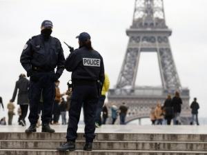 Нападение срещу военен в Париж с викове към Аллах и хладно оръжие