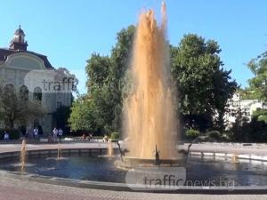 Диетична кóла потече от фонтана пред Общината ВИДЕО и СНИМКИ