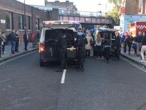 Терористичен акт в лондонското метро! Появи се втора бомба ВИДЕО