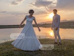 След вълнуващото предложение за брак на Бунарджика: Ива и Митко вече са семейство СНИМКИ