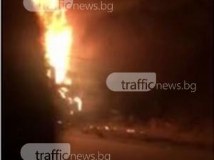 Кола гори на пътя за Йоаким Груево СНИМКА