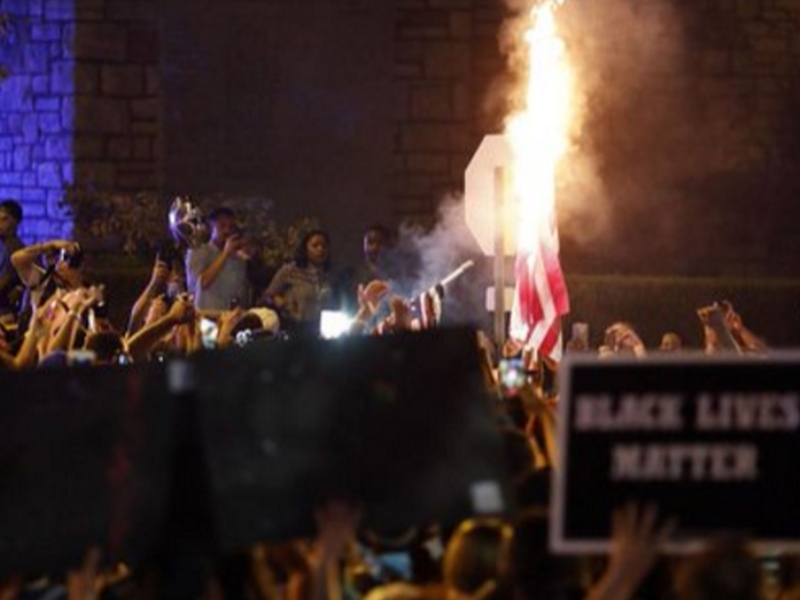Масови протести в Щатите заради полицай, оправдан за убийството на чернокож