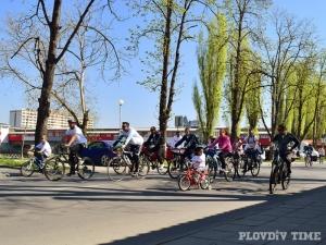Деца подкрепят карането на колело в Пловдив с рисунки, награждават ги със смартфон и велосипед