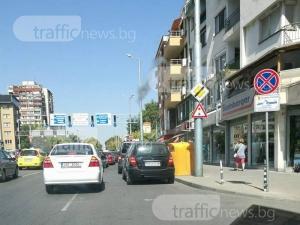 Въпреки знака: Пет коли затапиха движението в Кършияка, псувни и клаксони огласят района СНИМКИ