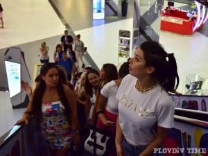 Миски от цял свят атакуваха пловдивски мол СНИМКИ