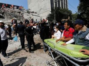 Жертвите на труса в Мексико са близо 150 СНИМКИ