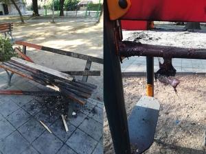 Безобразие! Келеши изпотрошиха и запалиха чисто нова детска площадка в пловдивски квартал СНИМКИ
