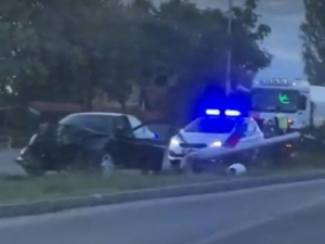 Рязаха колата на Карловско шосе, за да изкарат 22-годишния шофьор ВИДЕО
