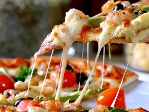 Британци си устроиха оргия в пицария, осъдиха ги