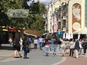 Главната улица на Пловдив е окупирана! Няма откъде да минеш, няма къде да седнеш ВИДЕО+СНИМКИ
