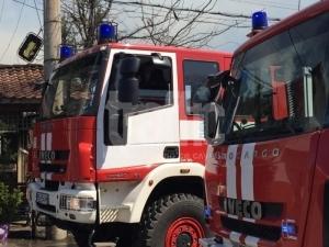 Къща горя в Аджисан махала, две пожарни гасиха пламъците ВИДЕО