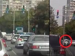 Полицейска кола с показно нарушение в Пловдив ВИДЕО