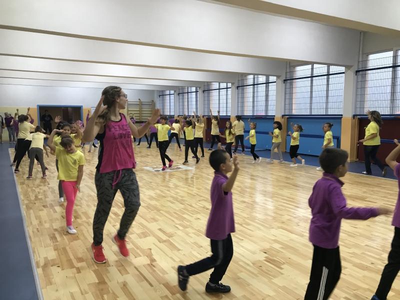 """Над 400 ученици тренираха с кмета на """"Тракия"""" в нов спортен салон СНИМКИ"""