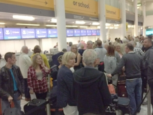 Хаос по летищата в света след компютърен срив