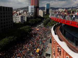 Продължават размириците в Каталуния, активисти окупираха училища