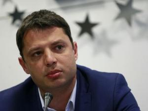 Делян Добрев подава оставка! Напуска парламента и всичките си постове