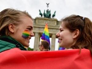 От венчило до люлка: Хомосексуалните с право на брак и дете в Германия от днес