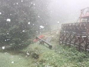 Сняг заваля на 100 км от Пловдив СНИМКИ