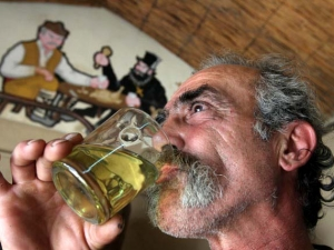 В топ 10 сме на най-големите пиячи в света, водят ни обаче с много