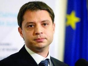 Депутатите отхвърлиха оставката на Делян Добрев, той остава депутат