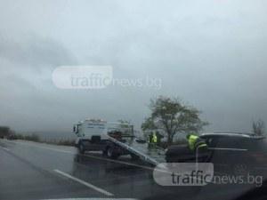 Внимание шофьори: Аквапланинг край Пазарджик, жена пострада в катастрофа заради водата