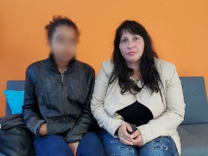 Психотрилър в Пловдив: Кондукторка тормози и изхвърля на улицата двете си внучета в 4 часа сутринта ВИДЕО